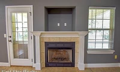 Living Room, 409 E McCann Rd, 1