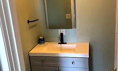 Bathroom, 38 Hawthorne St, 1