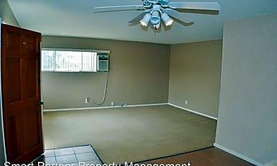 Living Room, 4175 Farquhar Ave, 2