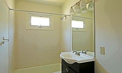 Bathroom, Harbortree Apartments at 151 Oneco Avenue, 2