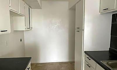Kitchen, 6633 W Airport Blvd 1205, 2