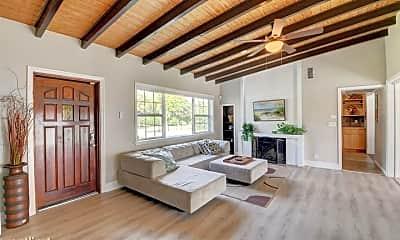 Living Room, 905 N Swinton Ave, 2