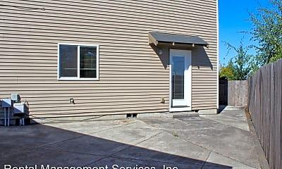 Building, 570 NE Anderson Rd, 2