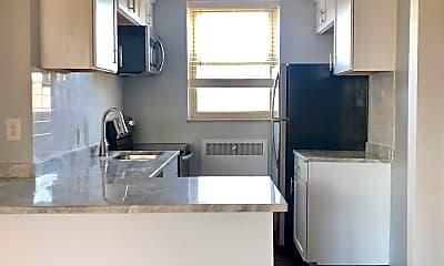 Kitchen, 825 Iroquois Ave, 1