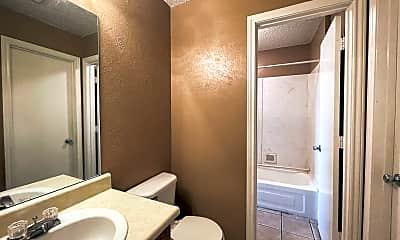 Bathroom, 613 W Gilmer St, 2
