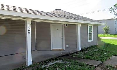 Building, 1300 Grace Ave, 1