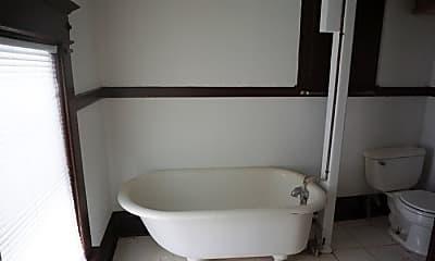 Bathroom, 815 W Cedar St, 2