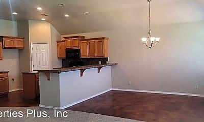 Living Room, 118 E Fargo Pl, 2