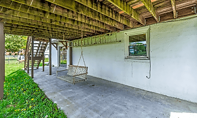 Patio / Deck, 647 Battle Ave, 2