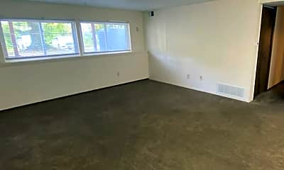 Living Room, 3724 Colonial Ave, 2