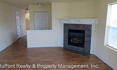 Living Room, 1356 Foreman Rd, 1