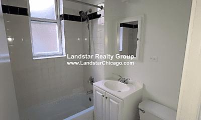 Bathroom, 5007 N Glenwood Ave, 1