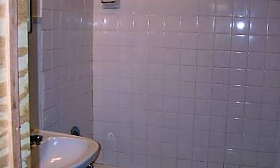 Bathroom, 233 S Duluth Ave, 2