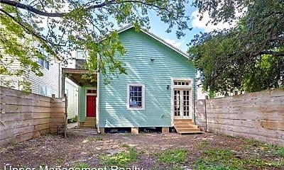 Building, 824 N Dupre St, 2