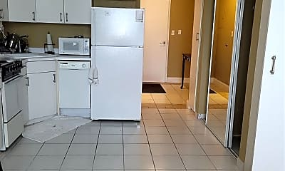 Kitchen, 224 W Garden St 137, 1
