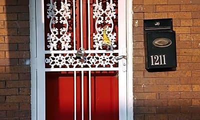 Building, 1211 N Decker Ave, 1