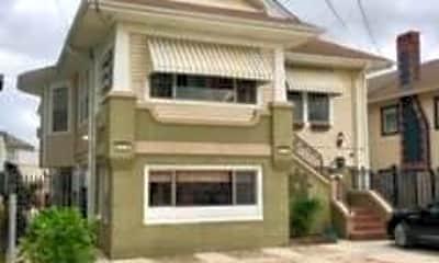 Building, 828 Solomon Pl LOWER, 0