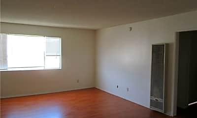Living Room, 540 E Hyde Park Pl 4, 1