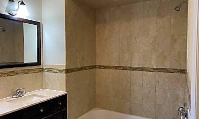 Bathroom, 84-86 Astor St, 1