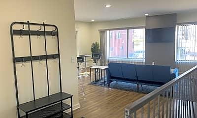 Living Room, 827 1/2 Westport Rd, 1