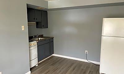Kitchen, 475 Portland Way N, 2