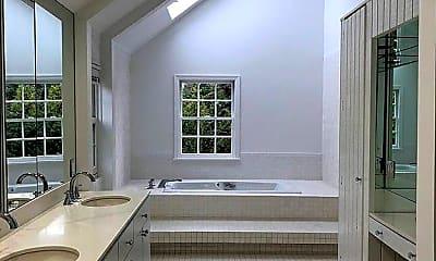 Bathroom, 15 Douglas Lane, 2
