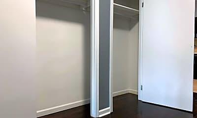 Bathroom, 507 Woodward Ave, 2