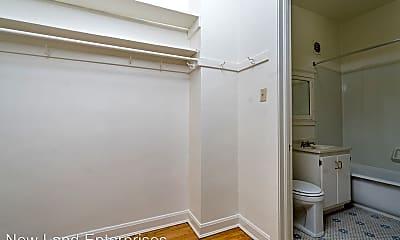 Bathroom, 2009 E Ivanhoe Pl, 2
