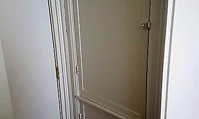Bathroom, 326 W 8th St, 2