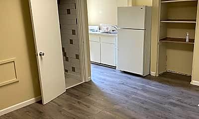 Bedroom, 121 W Saratoga St, 1