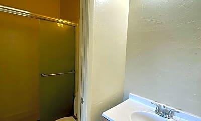 Bathroom, 614 Victorian Ave, 2