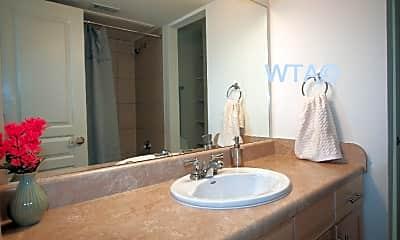 Bathroom, 711 W 32Nd St, 1