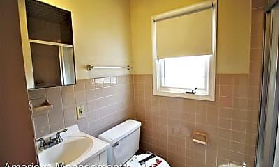 Bathroom, 920 St Paul St, 2