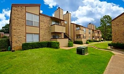 Courtyard, 600 Baylor Apartments, 2