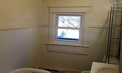 Bathroom, 601 W Franklin St, 2