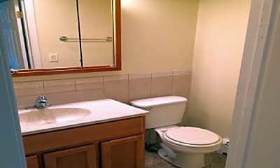 Bathroom, 415 S Lombard Ave, 2