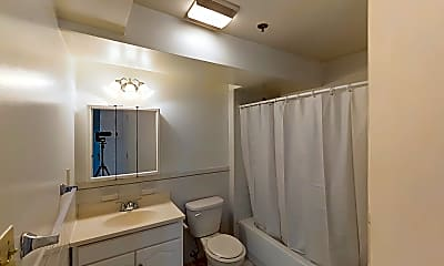 Bathroom, 28 Queensberry Street, unit B, 2