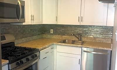 Kitchen, 806 Crescent Dr, 1