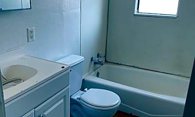 Bathroom, 904 W 22nd St, 2