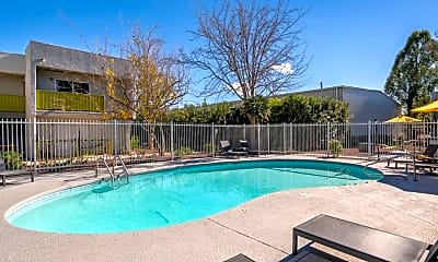 Pool, Latitude 32, 2