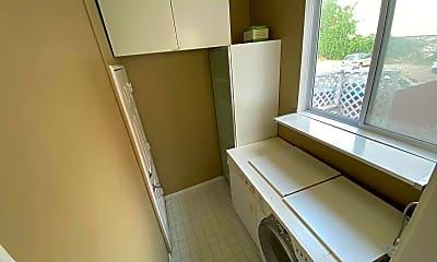 Bathroom, 486 Grove St, 2