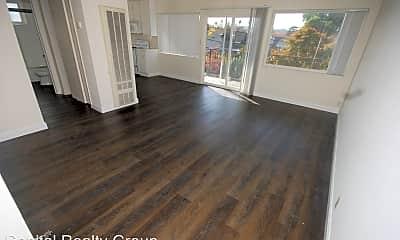Living Room, 906 E 4th Ave, 1