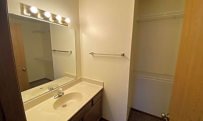 Bathroom, 2108 Stirrup Ln, 2