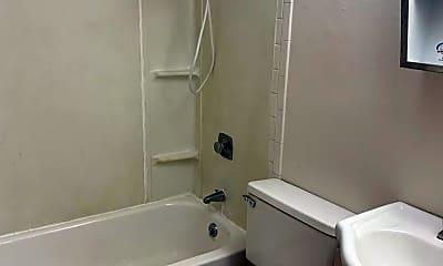 Bathroom, 110 W Lakeland Rd, 2