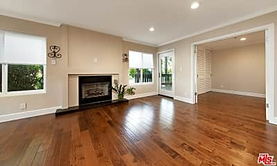 Living Room, 5006 Maytime Ln, 1
