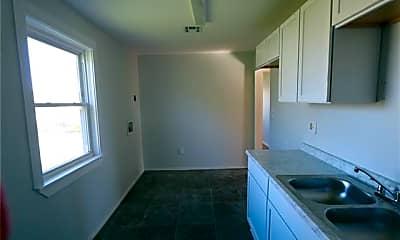 Kitchen, 2658 Treasure St, 2