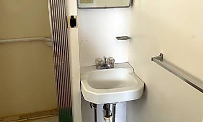Bathroom, 814 W King St, 2