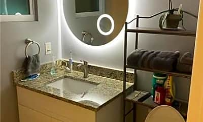 Bathroom, 850 Summit Blvd, 2