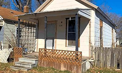Building, 520 NE Sardou Ave, 0