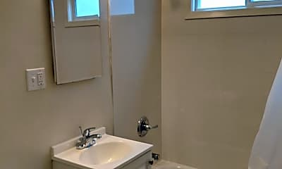 Bathroom, 3210 Vicente St, 2